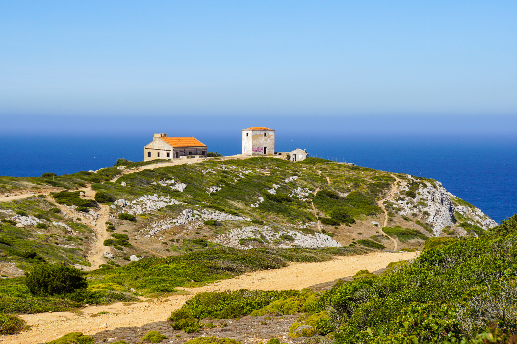 Cape Espichel Lighthouse och The Sanctuary of Our Lady, Portugal